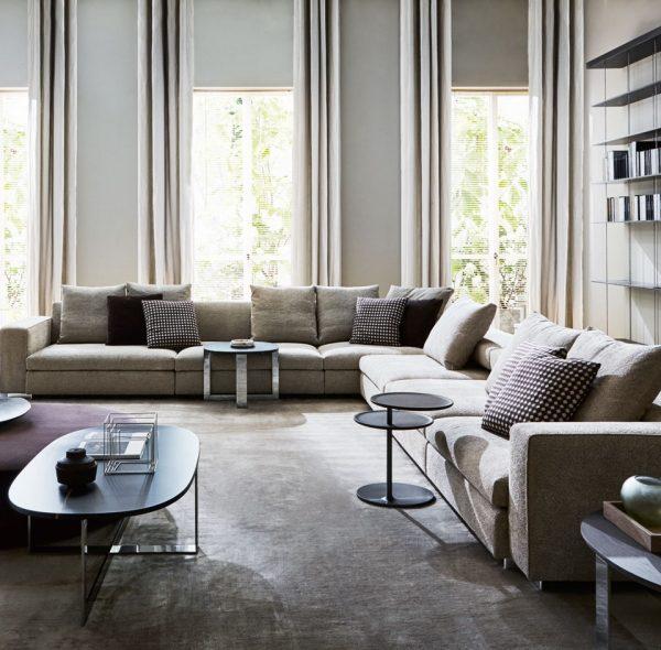 Turner divano +Domino Next tavolini - Molteni&C.